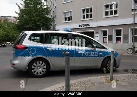 Berlin, Germany. 22nd July, 2019. A patrol car stands in front of the Karl Liebknecht House, the party headquarters of the left. The building was evacuated because of a threatening letter. A spokeswoman for the party spoke of a bomb threat that had been received by email. Credit: Paul Zinken/dpa/Alamy Live News - Stock Photo