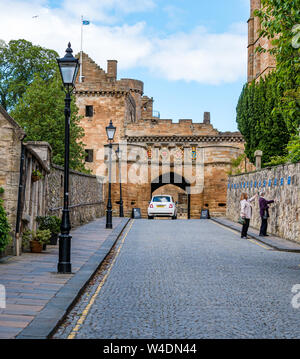 Cobbled narrow lane entrance to Linlithgow Palace, Linlithgow, West Lothian, Scotland, UK - Stock Photo