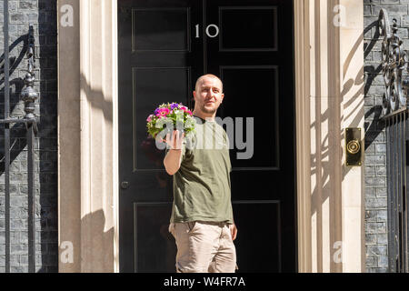 London, UK. 23rd July 2019. Flowers arrive at Theresa's May last cabinet at 10 Downing Street, Credit: Ian Davidson/Alamy Live News - Stock Photo