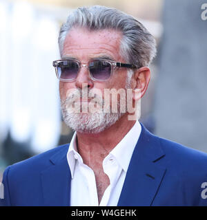 Hollywood, United States. 22nd July, 2019. HOLLYWOOD, LOS ANGELES, CALIFORNIA, USA - JULY 22: Pierce Brosnan arrives at the World Premiere Of Sony Pictures' 'Once Upon a Time In Hollywood' held at the TCL Chinese Theatre IMAX on July 22, 2019 in Hollywood, Los Angeles, California, United States. (Photo by Xavier Collin/Image Press Agency) Credit: Image Press Agency/Alamy Live News - Stock Photo