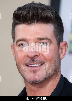 Hollywood, United States. 22nd July, 2019. HOLLYWOOD, LOS ANGELES, CALIFORNIA, USA - JULY 22: Robin Thicke arrives at the World Premiere Of Sony Pictures' 'Once Upon a Time In Hollywood' held at the TCL Chinese Theatre IMAX on July 22, 2019 in Hollywood, Los Angeles, California, United States. (Photo by Xavier Collin/Image Press Agency) Credit: Image Press Agency/Alamy Live News - Stock Photo