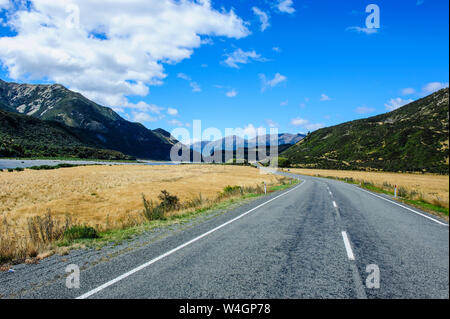 Road leading above the Lewis Pass, South Island, New Zealand