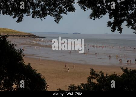Barry, Wales, Uk. 23rd July, 2019. Barry, Wales, UK. July 23rd 2019. Revellers enjoy the heatwave at Barry Island beach. Credit: Mark Hawkins/Alamy Live News - Stock Photo