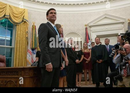 Dr. Mark Esper stands with his wife Leah prior to his swearing in as United States Secretary of Defense in an Oval Office ceremony at the White House in Washington, DC, U.S. on July 23, 2019. Credit: Stefani Reynolds/CNP | usage worldwide - Stock Photo