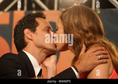 Manhattan, United States Of America. 22nd July, 2009. SMG_NY1_Jennifer Lopez_Marc Anthony_072109_01.JPG NEW YORK - JULY 21: Actress Jennifer Lopez and singer Marc Anthony attend the press conference to announce Marc Anthony's partnership with the Miami Dolphins at the Time Warner Center on July 21, 2009 in New York City. People; Jennifer Lopez, Marc Anthony MUST CALL IN INTERESTED Michael Storms Credit: Storms Media Group/Alamy Live News - Stock Photo
