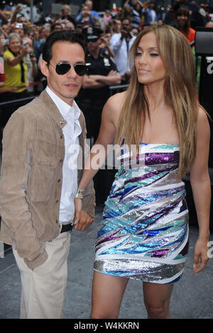 Manhattan, United States Of America. 10th June, 2010. SMG_NY1_Jennifer Lopez_Marc Anthony_Be Extraordinary_061010_03.JPG NEW YORK - JUNE 10: Jennifer Lopez and Marc Anthony attend the unveiling of the 'Be Extraordinary ' billboard for Boys and Girls Clubs in Times Square on June 10, 2010 in New York, New York. People: Jennifer Lopez_Marc Anthony Credit: Storms Media Group/Alamy Live News - Stock Photo