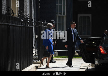 London, UK. 24th July, 2019. British Prime Minister Theresa May leaves 10 Downing Street for her last Prime Minister's Questions at the House of Commons in London, Britain on July 24, 2019. Credit: Han Yan/Xinhua/Alamy Live News - Stock Photo