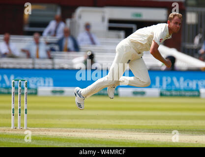 London, UK. 24th July, 2019. LONDON, ENGLAND. JULY 24: Stuart Broad of England during International Test Match Series Day One between England and Ireland at the Lord's Cricket Ground on July 24, 2019 in London, England. Credit: Action Foto Sport/Alamy Live News - Stock Photo