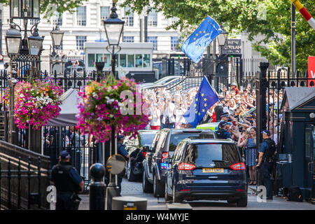 London, UK. 24 July, 2019. Theresa May, accompanied by her husband Philip, leaves Downing Street to proceed to Buckingham Palace to tender her resignation to the Queen. Credit: Mark Kerrison/Alamy Live News - Stock Photo