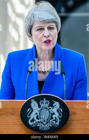 Downing Street, London, UK. 24th July, 2019. Theresa May steps down as The Prime Minister in Downing Street in preparation for the arrival of Boris Johnson, her replacement. Credit: Guy Bell/Alamy Live News - Stock Photo