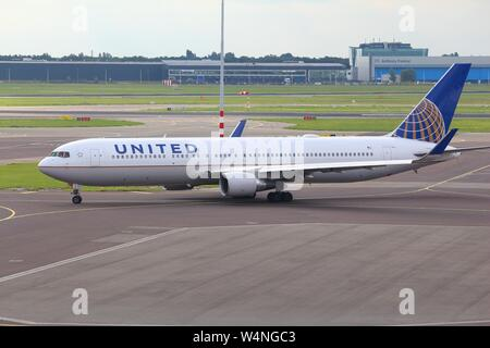 AMSTERDAM, NETHERLANDS - JULY 11, 2017: United Airlines Boeing 767-300 at Schiphol Airport in Amsterdam. Schiphol is the 12th busiest airport in the w - Stock Photo