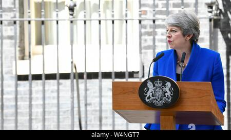 London, UK. 24th July 2019. Theresa May leaves Downing Street. London, UK. 24/07/2019 | usage worldwide Credit: dpa picture alliance/Alamy Live News - Stock Photo