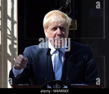 London, UK. 24th July 2019. Boris Johnson arrives at No10 Downing Street on first day as Prime Minster, London  London, UK - 24 July 2019 Credit: Nils Jorgensen/Alamy Live News - Stock Photo