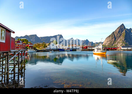 Rorbu, built on wooden poles in Hamnøy or Hamnøya, a fishing village on Moskenesøya, in the Lofoten Archipelago, above the Arctic Circle, Norway. - Stock Photo