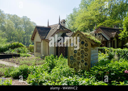 Duck Island Cottage, which serves as the offices of the London Historic Parks and Gardens Trust in St James's Park, London. - Stock Photo