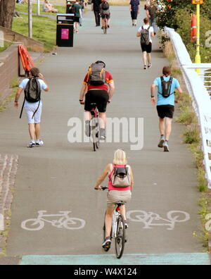 "Glasgow, Scotland, UK. 25th July 2019. UK Weather, Sunny and warm ""Taps Aff or tops offf on the hottest day, locals hit the streets of the west end and Clydeside in weather that may end the miserable summer. Credit: gerard ferry/Alamy Live News - Stock Photo"