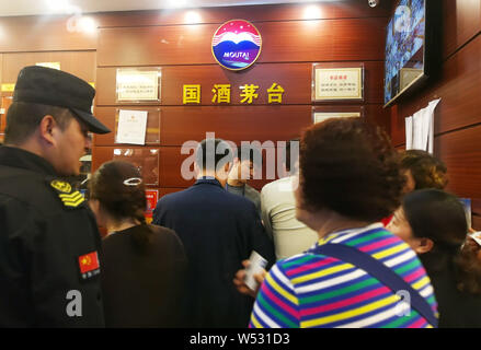 --FILE--Customers queue up in front of a franchised store of China Kweichow Moutai at the Renhuai Maotai Airport in Yaoba village, Maotai town, Renhua - Stock Photo