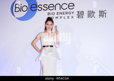 **TAIWAN OUT**Taiwanese actress Vivian Hsu attends a promotional event by skincare products of Bio-essence in Taipei, Taiwan, 15 November 2017. - Stock Photo