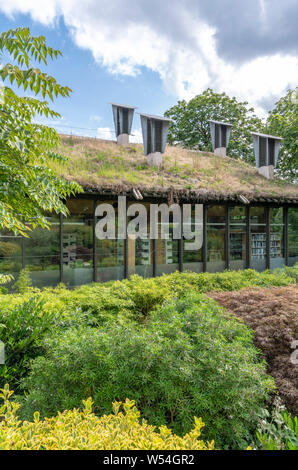 Centre for Understanding the Environment (CUE) an eco building with cowls on the roof which incorporate a passive ventilation system. By Architype. - Stock Photo