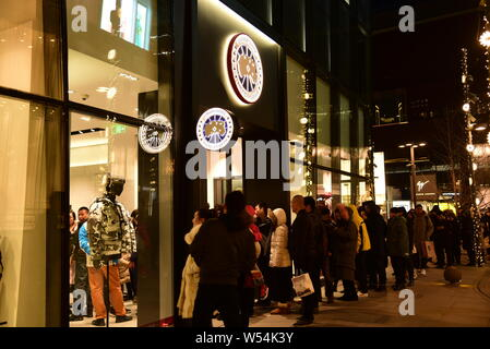 --FILE--Customers queue up in front of the flagship store of Canada Goose at the Taikoo Li Sanlitun shopping center in Beijing, China, 1 January 2019. - Stock Photo