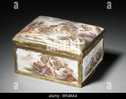 Snuff box, painted with mythological representations, Rectangular golden box with arched lid. The inside and outside are enamelled white. On the outside of the lid a painted representation of Perseus, who liberates Andromeda, on the inside Venus with the armor of Aeneas. On the front show of Leda with the swan. Venus and Amor on the back, resting by a fountain. The underside is painted with putti, Perseus kills the sea monster (or turns it into stone by showing it the Gorgon's head) to release Andromeda, sometimes her parents Cepheus and Cassiopea watch the scene, water-birds: swan, Jupiter - Stock Photo
