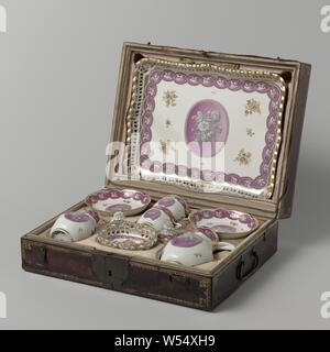 Tea service for two people (tête-à-tête) Service (tête-à-tête) with a bouquet and foliate scrolls, Dinnerware for two (tête-à-tête) made of porcelain in a leather travel suitcase, painted on the glaze with pink, black and gold. The service consists of a tray, two cups with saucers, two jugs and a sugar bowl. Decorated with a pink medallion with a gray bouquet in it. The medallion is surrounded by loose flower sprays with bouquets and a band of gray with golden leaf vines saved in pink. The walls of the sugar bowl and the leaf are cut open. Marked on the bottom with the shield., Kaiserliche - Stock Photo