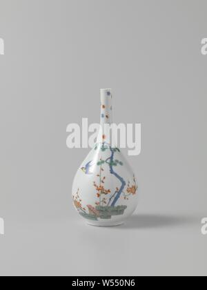 Bottle, multicolored painted with a Kakiemon decor, Bottle of painted porcelain. The bottle is painted on one side with bound hedges with a pine tree, a prunus and a bird in the sky, on the other side with bamboo stems with a bird. The bottle is marked., Meissener Porzellan Manufaktur, Meissen, c. 1730, porcelain (material), h 21.1 cm × d 10.6 cm - Stock Photo