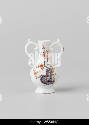 Bottle with two ears, multicolored painted with a Kakiemon decor, painted porcelain. The bottle is painted with a bamboo tiger on one side and a prunus with a thick purple trunk on the other. The bottle is marked., Meissener Porzellan Manufaktur, Meissen, c. 1735, porcelain (material), h 7.0 cm × w 5.0 cm × d 3.9 cm - Stock Photo
