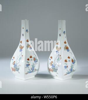 Bottle, multicolored painted with a Kakiemon decor, Bottle of painted porcelain. The bottle has a long square neck and is painted with chrysanthemums, alternately on the four sides behind two bound hedges and behind rocks. The bottle is marked., Meissener Porzellan Manufaktur, Meissen, c. 1730, porcelain (material), h 21.1 cm × w 9 cm - Stock Photo