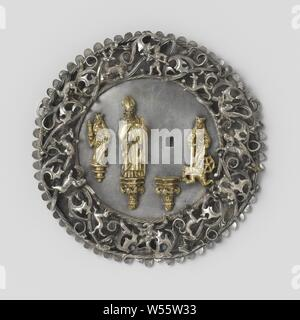 Two badges, Carrying sign with a bishop, flanked by Saint Catherine and Saint Barbara, from Mook, Carrier sign of partially gold-plated silver. The round plate is decorated with a border of open-worked leaf ornament in relief, between which animals and hunters. In the center of the plate are two gold-plated consoles, one bearing a statue of a bishop, the other missing. Right and left two smaller, also gilded figures, Saint Catherine and Saint Barbara, archbishop, bishop, etc. (Roman Catholic), the virgin martyr Barbara, possible attributes: book, cannon (ball), crown, cross, chalice with wafer - Stock Photo