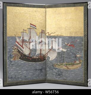 Japanese screen, Presentation screen: a blue sea with white, stylized waves on which a ship with black hull on the left, 3 red masts, 8 white sails and 5 Dutch flags in top. Image of a deer on the rear mirror. Different figures on deck and on the Ra's. On the right a Chinese junk with 2 masts, ironed sails, a side sword and a few red / white flags and streamers in top. Different figures on deck. On the bow and hull dragon's head and flower garlands. Border of blue with golden silk, Deshima, Dutch East India Company, Genkei-school Nagasaki, Nagasaki, c. 1759, wood (plant material), silk, paper - Stock Photo