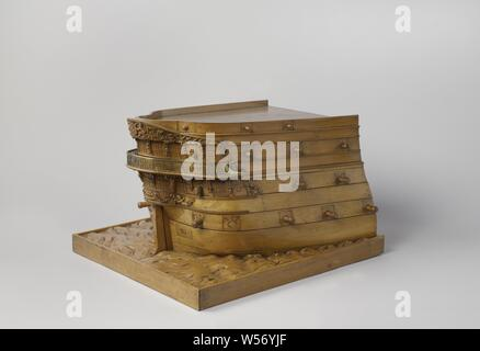Model of the Stern of an 84-Gun Ship of the Line, Waterline model of the external appearance of a stern on a groundboard in which waves are carved in relief. Round stern with a two-story fence, elaborately decorated with trophies, mythological figures and accolades, and with a semicircular gallery in the rear. The western corridor on the top floor, which runs around the gallery, is supported by tritons and volute-shaped knees. Above the fence the Rijkswapen, below the gallery the hemp hole. Four decks are indicated by gates with fire mouths. Two mountain woods and two deer., Netherlands, De - Stock Photo