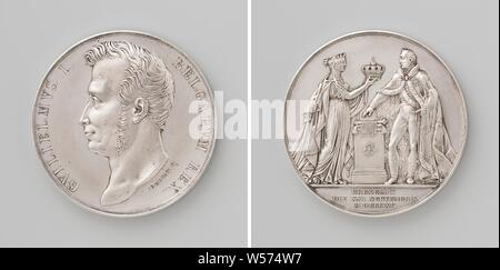 Inauguration of Willem I Frederik as King of the Netherlands in Brussels, Silver Medal. Front: man's bust inside the inside. Reverse: crowned Dutch virgin in ermine mantle offers William I royal crown, while prince swears on constitution, which lies between them on altar, whose base carries bundle of arrows, cut off: inscription, Netherlands, Belgium, Brussels, Willem I Frederik (King of the Netherlands), Joseph Pierre Braemt, 1815, silver (metal), striking (metalworking), d 4.6 cm × w 51.92 - Stock Photo