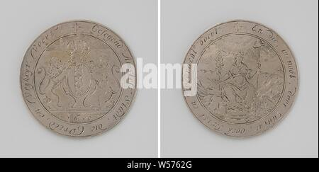 Siege of Amsterdam by Willem II, Silver Medal. Front: crowned coat of arms of Amsterdam flanked by two lions in a circle. Reverse: Peace with olive branch and freedom hat on spear within circumference, Amsterdam, Willem II (Prince of Orange), anonymous, Netherlands, 1650, silver (metal), engraving, d 7.1 cm × w 45.28 - Stock Photo