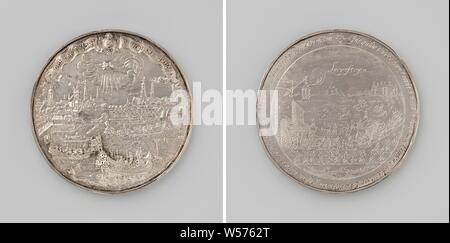 Siege of Amsterdam by Willem II, Silver Medal. Front: view of Amsterdam and ships on the Amstel, above it hand out of clouds with heart and coat of arms of the city with pennants and inscriptions. Reverse: the removal of six members of the States of Holland to the Loevestein castle within a circle, Amsterdam, Loevestein Castle, Willem II (Prince of Orange), Pieter van Abeele, Netherlands, 1650, silver (metal), founding, d 6.7 cm × w 65.94 - Stock Photo