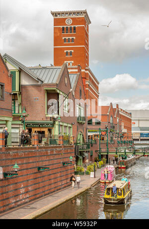 Gas Street Basin is a canal basin in the centre of Birmingham, England, where the Worcester and Birmingham Canal meets the BCN Main Line. It is locate - Stock Photo