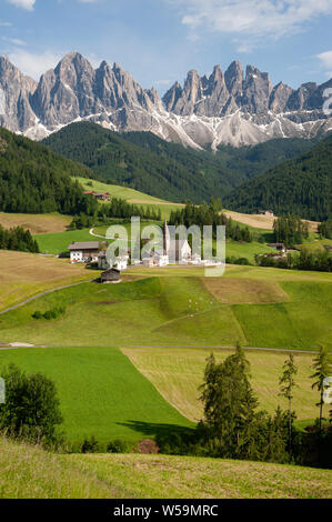 20.06.2019, St. Magdalena, Villnoess, Trentino-Alto, South Tyrol, Italy, Europe - The Nature Park of the Villnoess Valley with Dolomite mountains. - Stock Photo