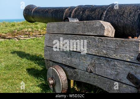 9-pounder cannon, Fishguard Fort, Fishguard - Stock Photo