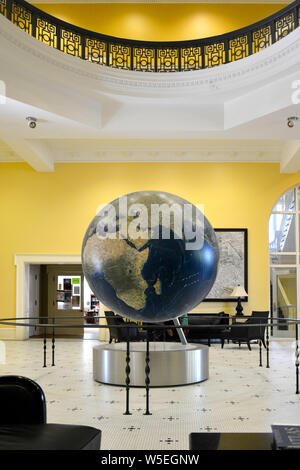 Inside the lounge at the historic Bryant Hall at Ole Miss, along with largest globe with GIS software, on campus at University of Mississippi, Oxford - Stock Photo