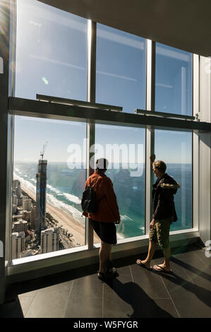 Visitors admiring the views in the observation platform of the Q1 building at Surfers Paradise on the Gold Coast in Queensland, Australia.  Q1 (an abb - Stock Photo