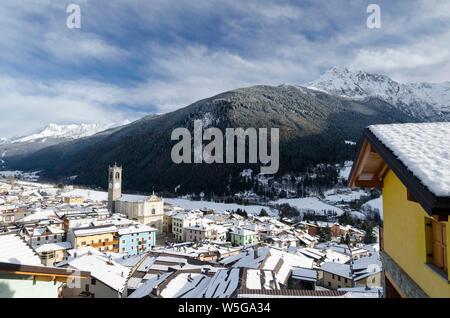 Italy, Lombardy, Retiche Alps, Camonica Valley, Adamello Regional Park mountains and Temù-Ponte di Legno ski area from Vezza d'Oglio (fg.: San Martino Parish Church and Mt. Pornina) - Stock Photo