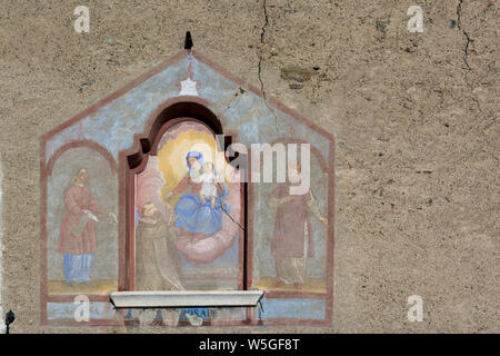 Italy, Lombardy, Retiche Alps, Camonica Valley, alpine house with wall painting (TU alpine hamlet) - Stock Photo