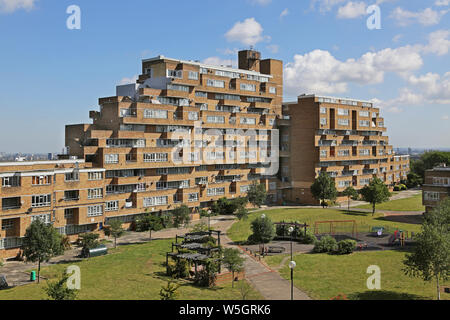 High level view of Dawson's Heights, the famous 1960s public housing project in South London, designed by Kate Macintosh. View north from south block. - Stock Photo