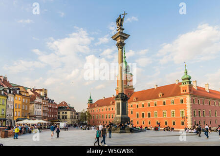 Sigismunds Column and Royal Castle in Royal Castle Square in the old town, UNESCO World Heritage Site, Warsaw, Poland, Europe - Stock Photo