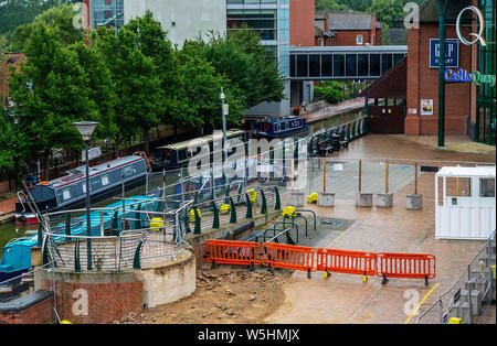 A view of the building expansion of the Castle Quay shopping centre in Banbury, Oxfordshire, England, UK. 27.07.2019 - Stock Photo