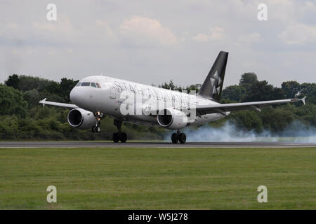 A Brussels Airlines Airbus A319-100 lands at Manchester International Airport (Editorial use only) - Stock Photo