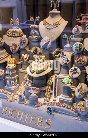 Palm Beach Florida Worth Avenue Richters jewelers jewelry store business window upscale luxury high-end shopping retail precious - Stock Photo