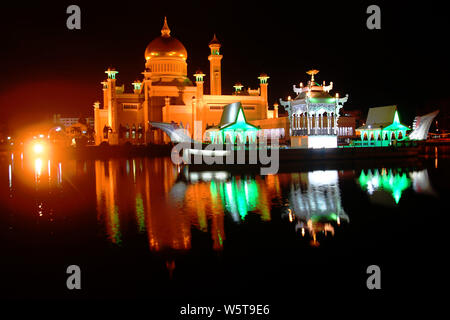 Omar Ali Saifuddien Mosque and Ceremonial Barge in Bandar Seri Begawan, Brunei Darussalam - Stock Photo
