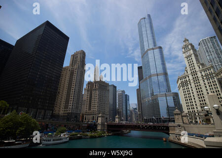 looking along the chicago river towards the michigan avenue dusable bridge and trump tower downtown Chicago IL USA - Stock Photo