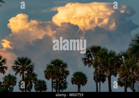 Thunder storm clouds gather in the sky in Clearwater, Florida - Stock Photo